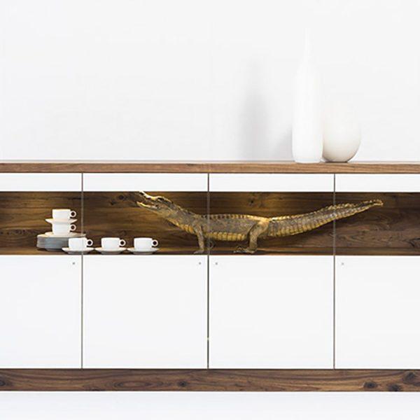 Anrichte, Massivholz, abgesetzt mit Weißglas
