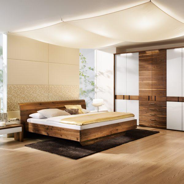 Schlafzimmer Rio, Nußbaum massiv, geölt