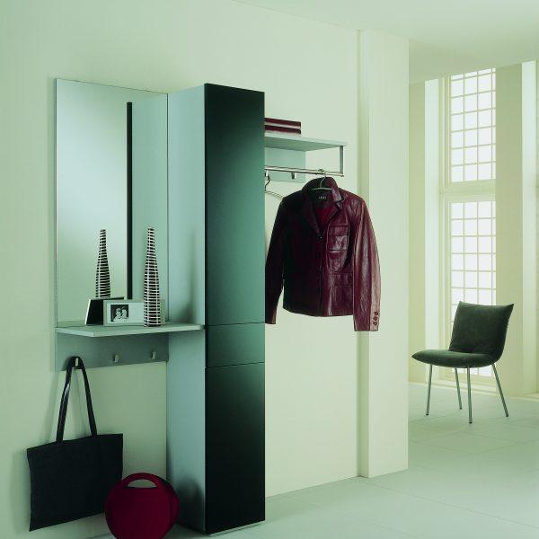 Garderobe Pilastro, Lack