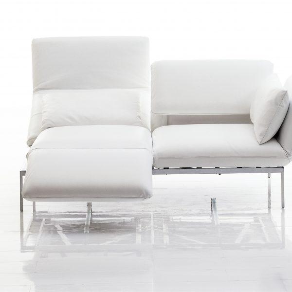Sofa roro, Armlehne abklappbar und als Fußauflage schwenkbar