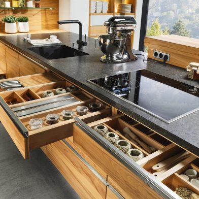 moderne Küche Team 7 Linee, Kernbuche massiv, geölt, Massivholzschubkästen